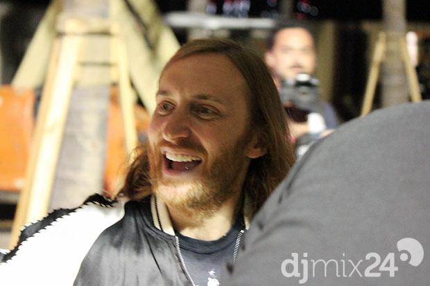 David Guetta auf dem Weg zur Bühne.